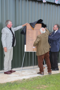 Geoff Moore unveiling the visitors plaque.